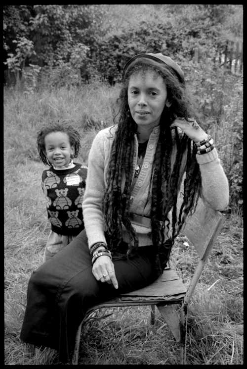 Faybiene  Miranda and her daughter in a back garden in East London, 11 May 1988 (Photo: David Corio)