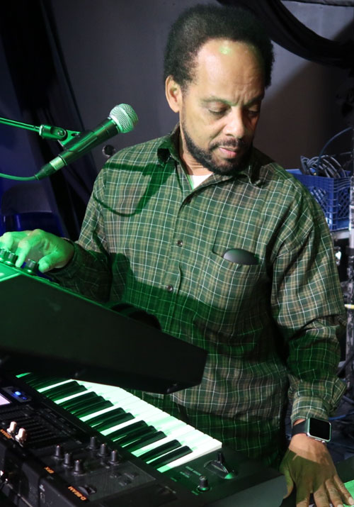 Michael Hyde during sound check at Dub Club in Los Angeles (Photo: Stephen Cooper)