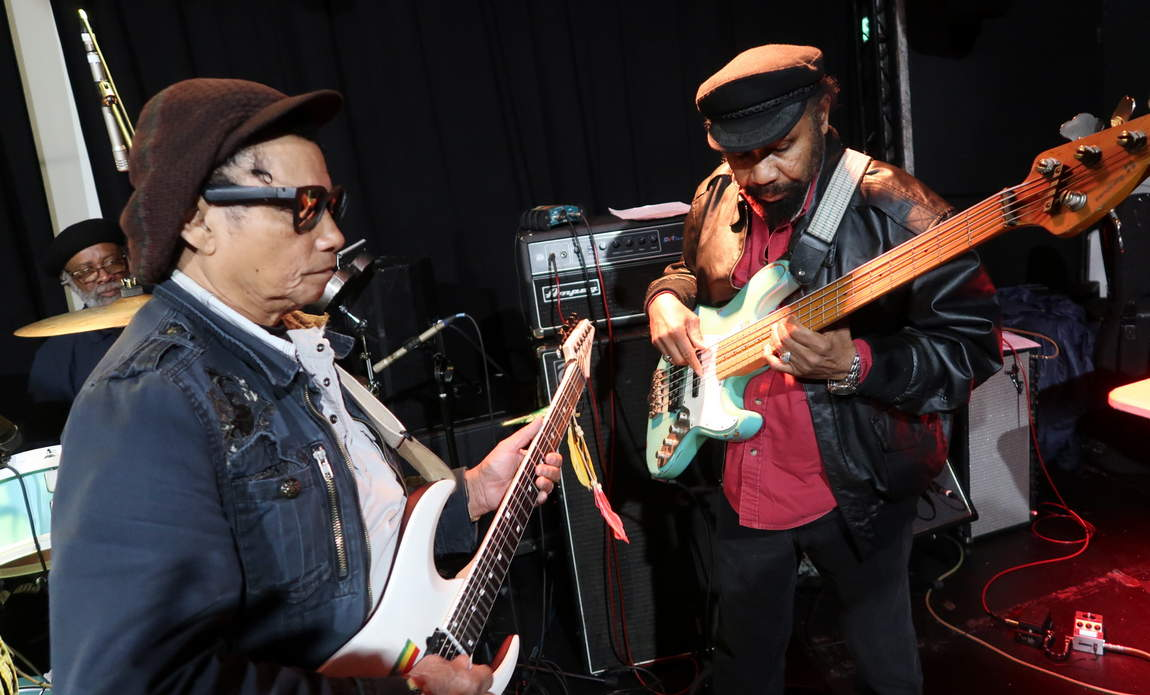 Santa Davis, Tony Chin & Fully Fullwood during sound check at the Dub Club in Los Angeles (photo: Stephen Cooper)